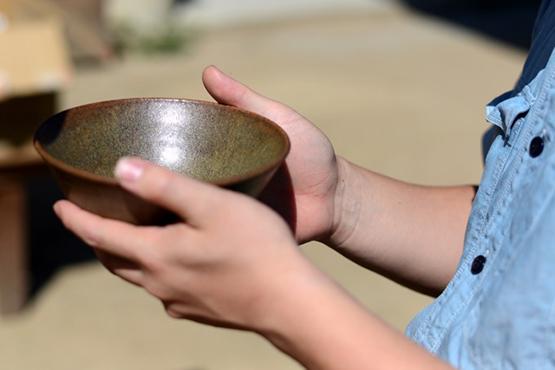 展覧会「醤油のうつわ、石のうつわ – おしょうゆ焼き+マントル直結焼き – 」