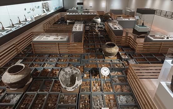 世界考古学会議第8回京都大会WAC-8 開催記念 「アートと考古学展ー物の声を、土の声を聴けー」